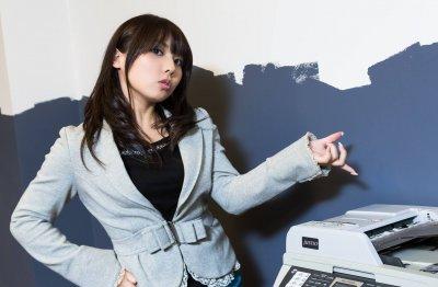 小さな会社の経営者のオフィス女子を表現した画像